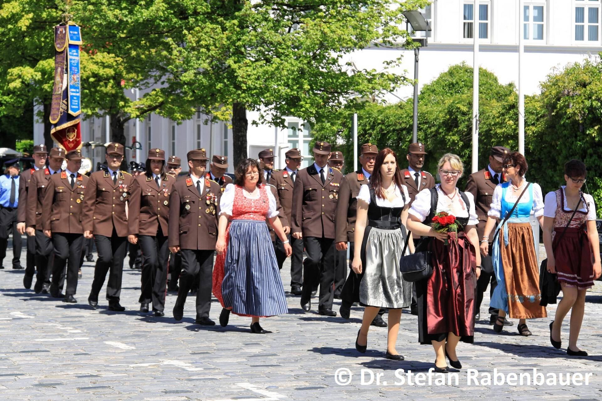 Festzug zum Kirchenplatz (22)