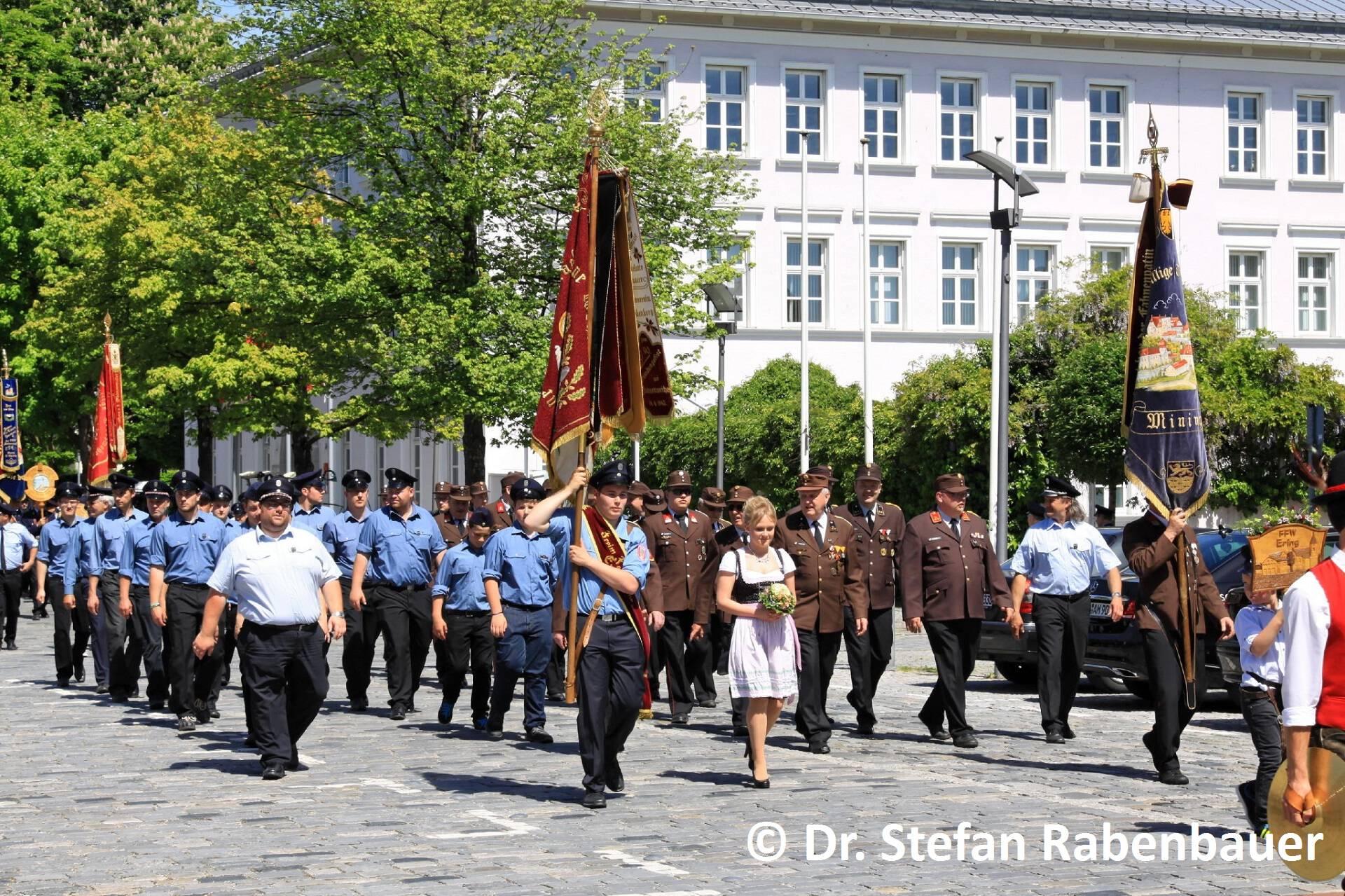 Festzug zum Kirchenplatz (24)