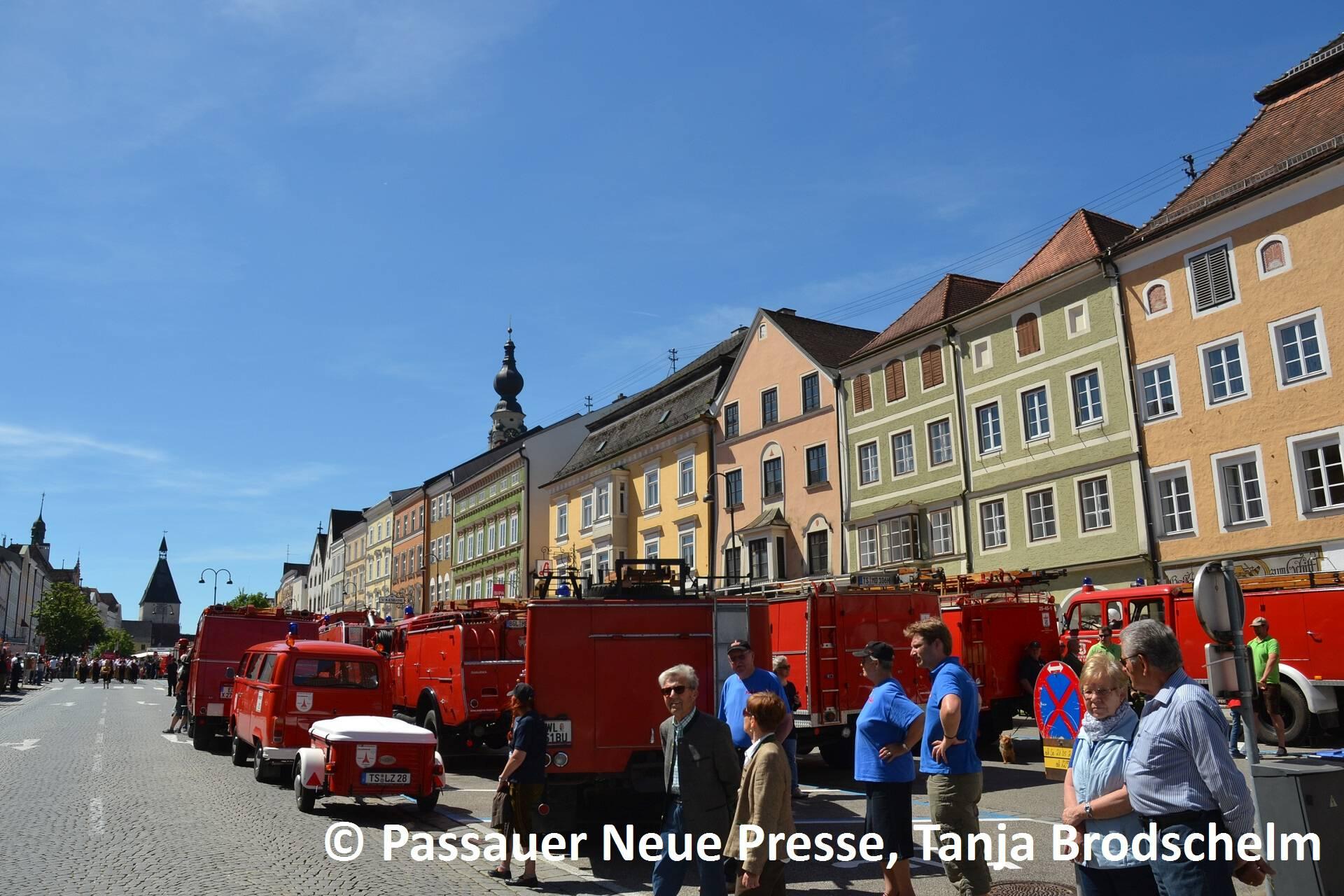Festzug zum Kirchenplatz (4)