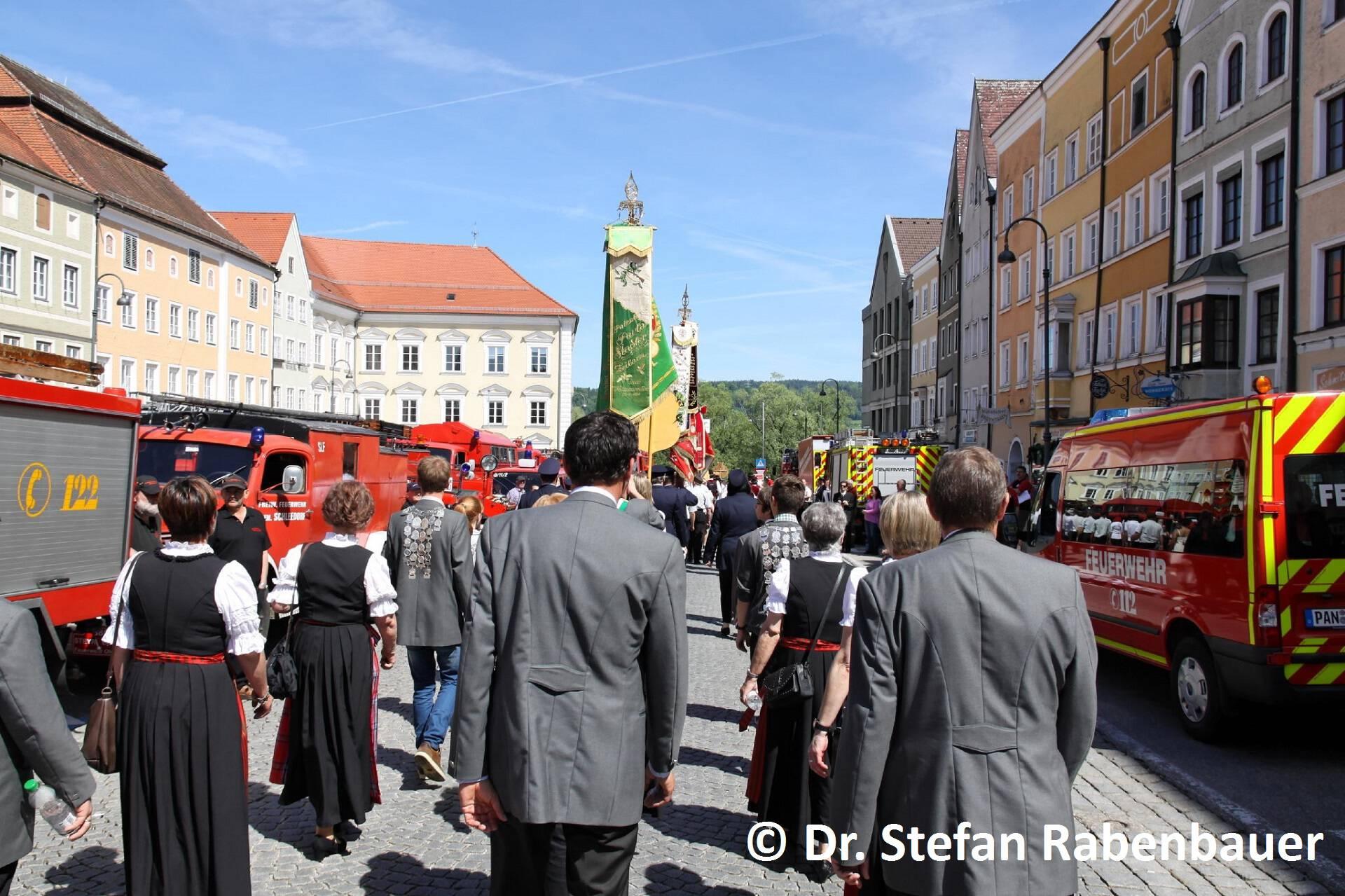 Festzug zum Kirchenplatz (5)