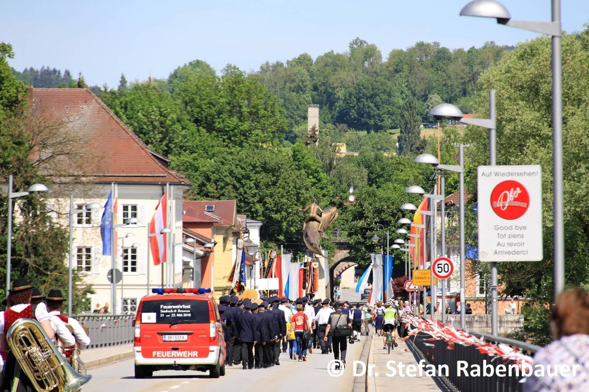 Festzug zum Kirchenplatz (8)