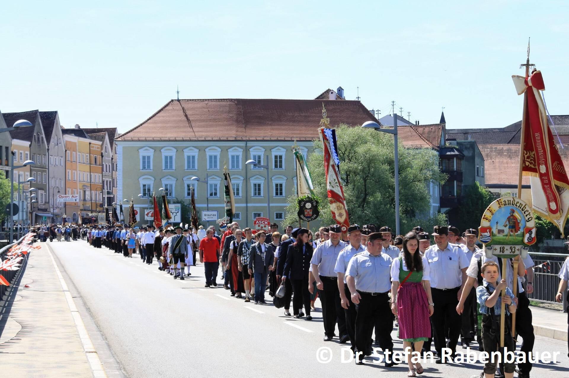 Festzug zum Kirchenplatz (7)