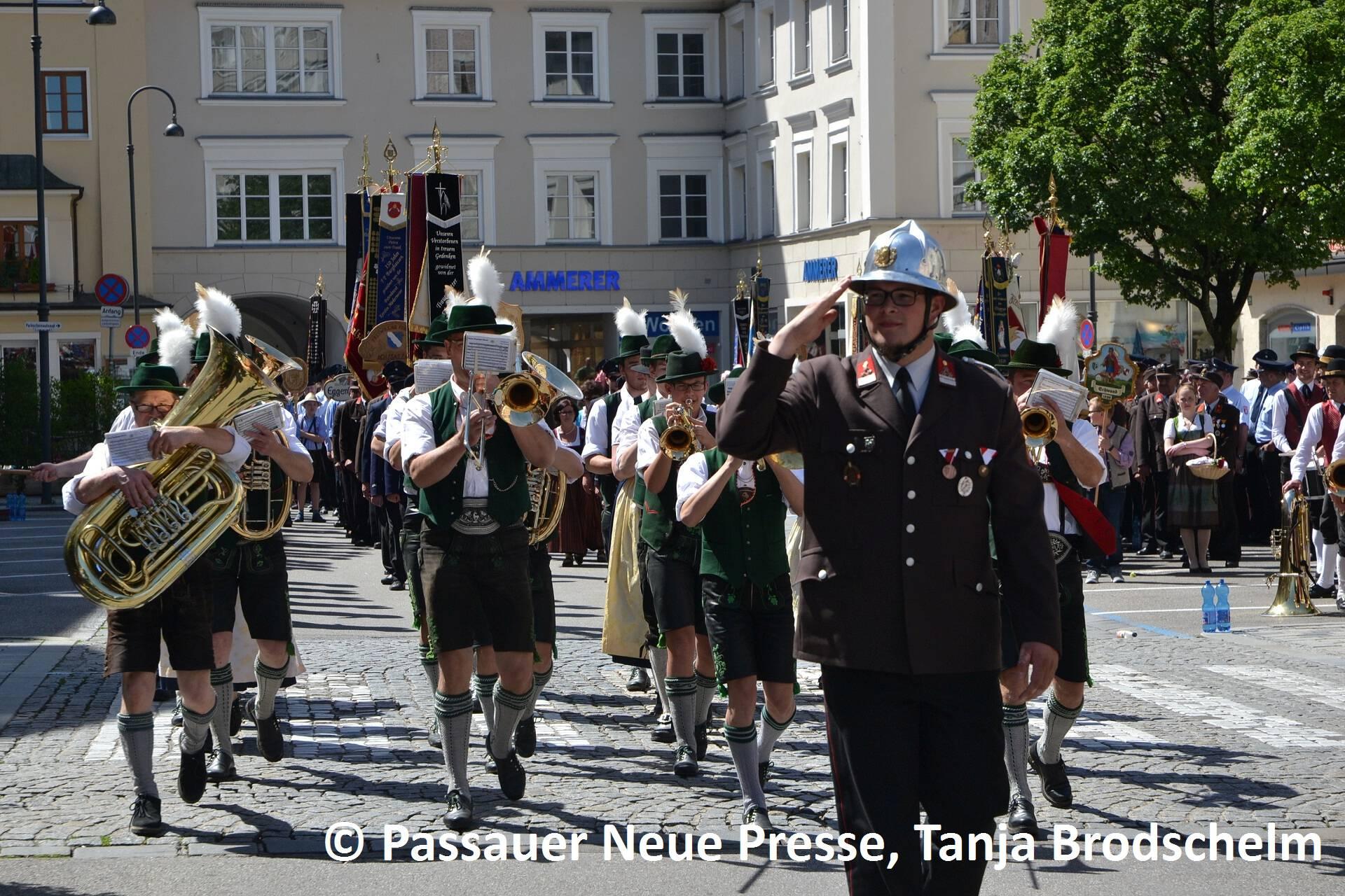 Festzug zum Stadtplatz (18)