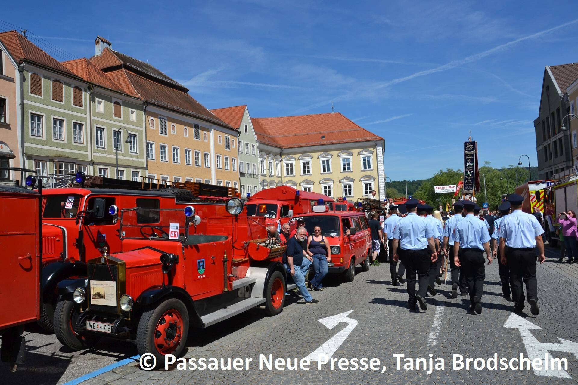 Festzug zum Kirchenplatz (3)