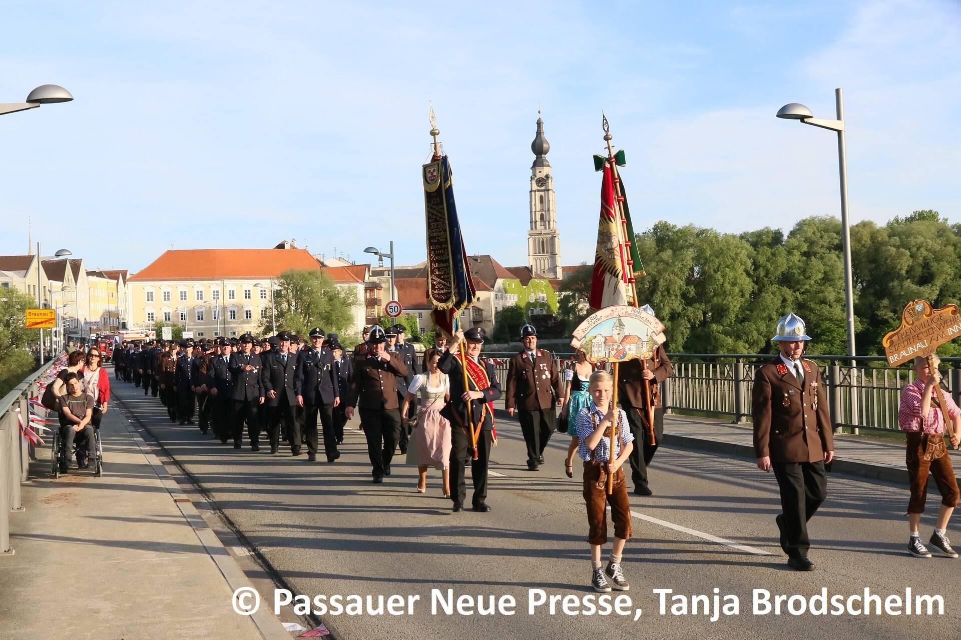 Festzug zum Kirchenplatz (6)