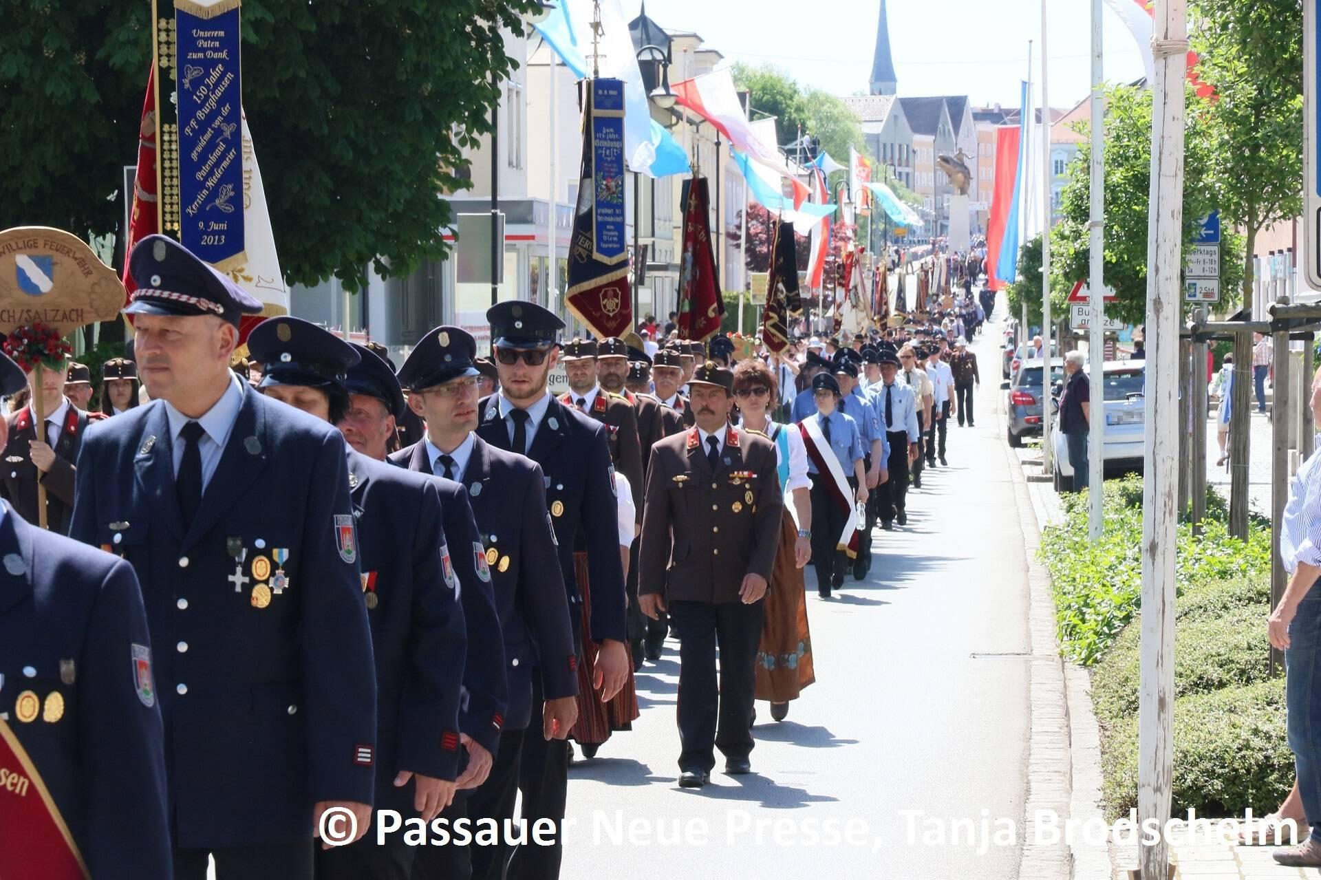 Festzug zum Kirchenplatz (15)