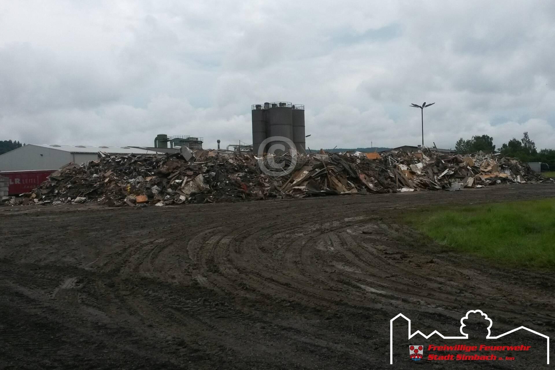 Müllberge auf dem Gelände der Fa. Knauf Insulation