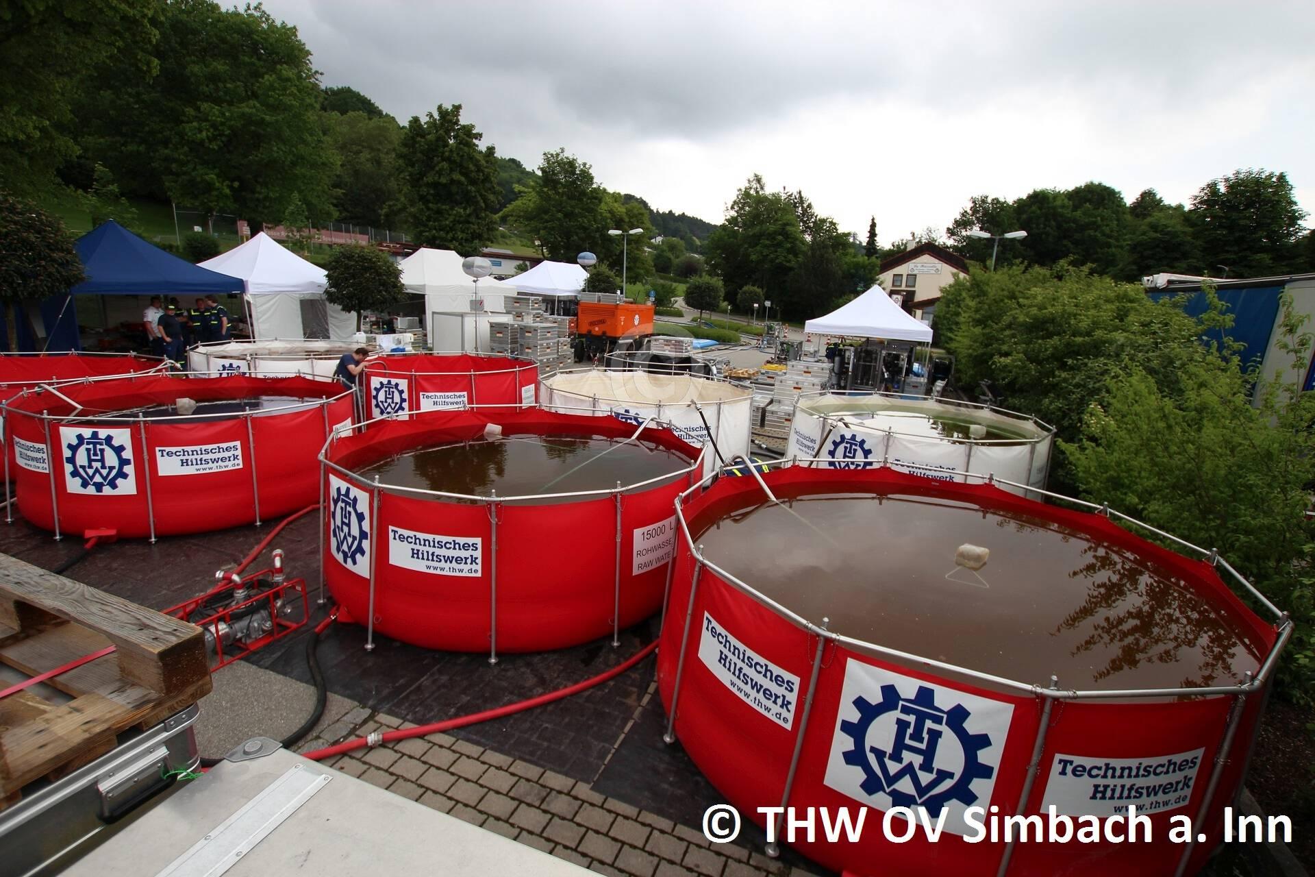 Trinkwasseraufbereitungsanlagen des THW beim Freibad