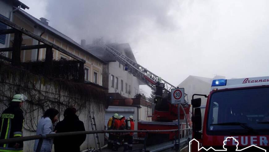 Wohnhausbrand mit Durchzündung