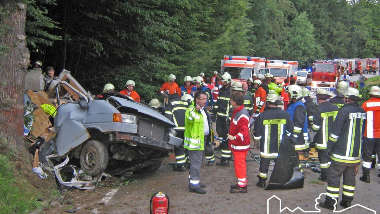 Schrecklicher Unfall fordert zwei Tote und sechs Schwerverletzte